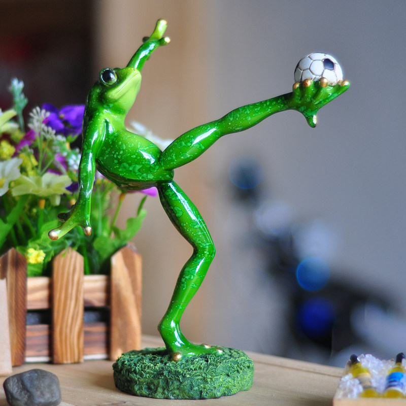 2015 New Cool Things Odd Gifts Football Home Decor Model Resin Handcraft Frog Figurine Souvenirs For Home Figurines Animals
