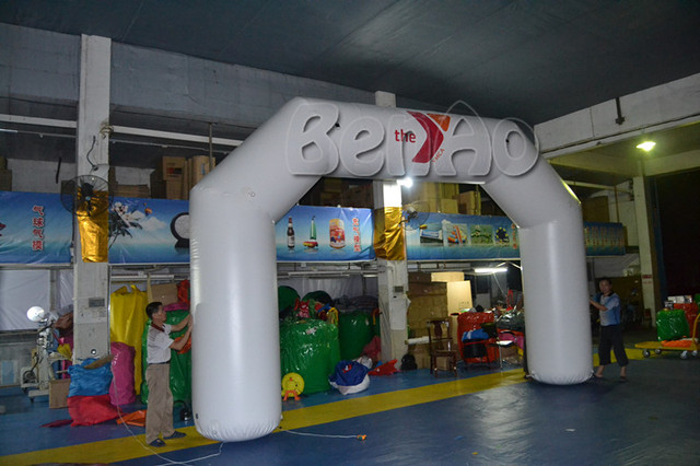 R011  20' White Color InflatableAir Tight  Arch with Blower and Double Sided Digital logo printing