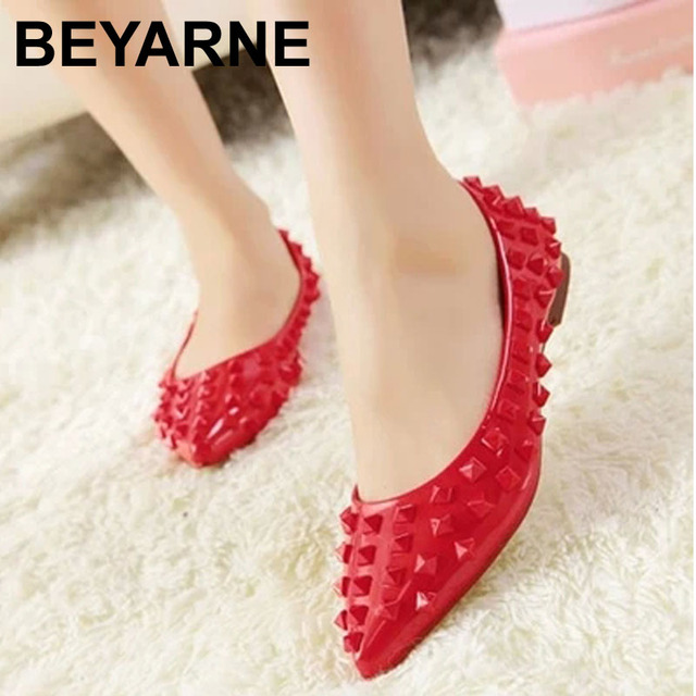 2016 New fall fashion leather patent leather flat with rivets women's singles shoes / tide shallow mouth pointed flat shoes