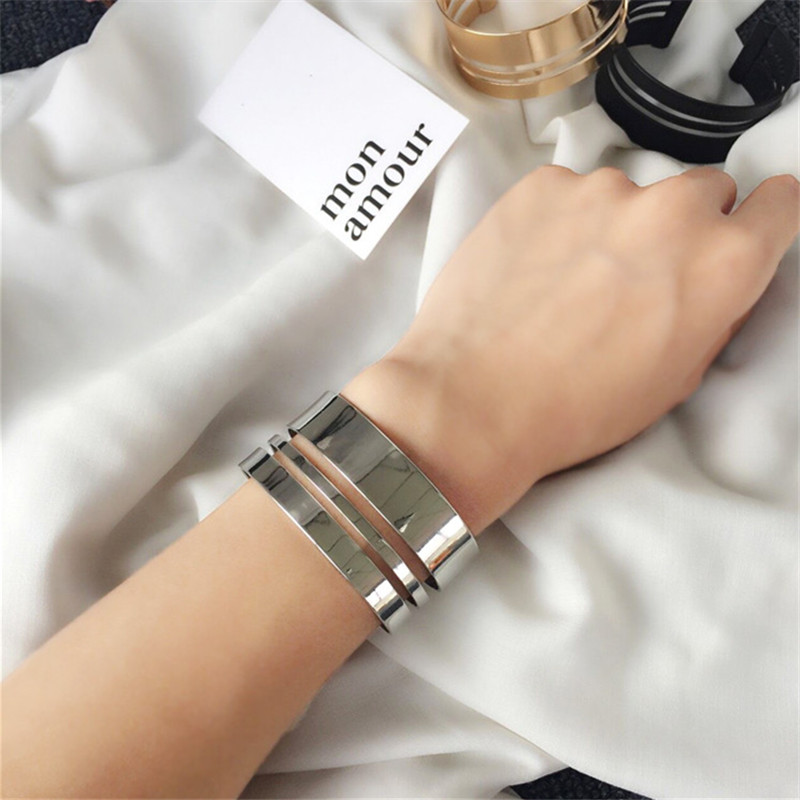 Geometric glossy female bracelet fashion accessories Modern wind metal bracelet Delicate lady bracelet restoring ancient ways in Bangles from Jewelry Accessories