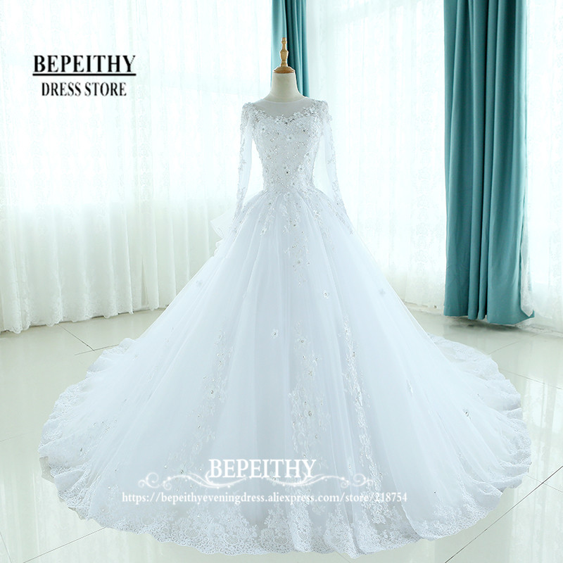 Mode fullärmade klänningar kappa klänningar brudklänning skop hals ruffles tillbaka vestido de novias applikationer prinsessa brudklänningar ny