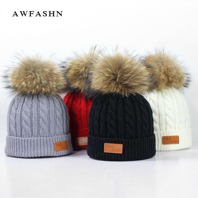 2018 nueva moda niños gorro de punto de piel de mapache pom sombrero de  invierno Niño 7dd42094eef