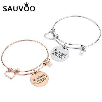 8b1540cc2e85 SAUVOO 2018 brazalete grabado de acero inoxidable corazón perla encantos pulseras  brazaletes letras ella cree que podría así lo hizo