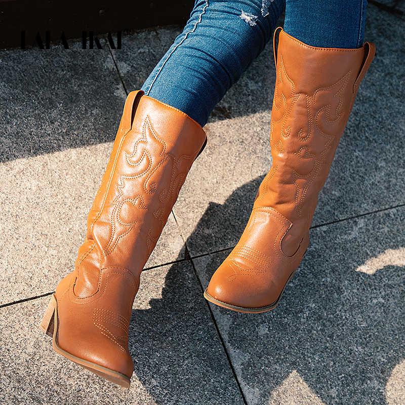 LALA IKAI Kadın Orta buzağı Botları Kış PU Deri Kare Topuk Çizmeler Kadın Slip-on Baskılı Ayakkabı Totem sivri Burun Çizmeler WC4877-4