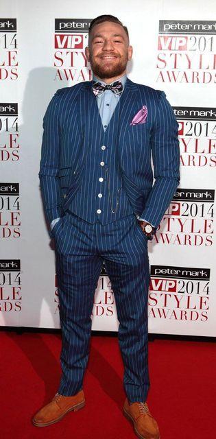 Dernières Manteau Pantalon Designs Bleu Marine Bande Hommes Costume Slim  Fit maigre 3 Pièce Blazer Personnalisé 01a92e25481