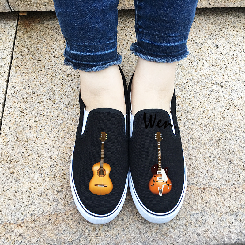 Prix pour Wen D'origine Glissement Sur des Chaussures de Toile Personnalisée Design Musical Instrument Acoustique Guitare Hommes Femmes Chaussures De Sport pour Cadeaux