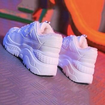 As Sapatilhas das mulheres Nova Moda PU de Couro Das Mulheres Sapatos Casuais Sapatos de Inverno Lace-Up Apartamentos Plataforma de Pelúcia Quente Sapatos Das Mulheres Da Forma