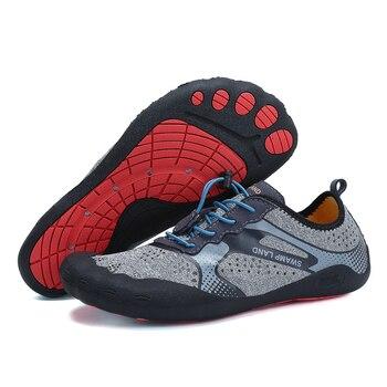 42757eee63 Agua de verano zapatos de mujer Sandalias de playa transpirable Aqua zapatos  de los hombres arriba zapatos descalzos buceo nadando calcetines de Tenis  ...