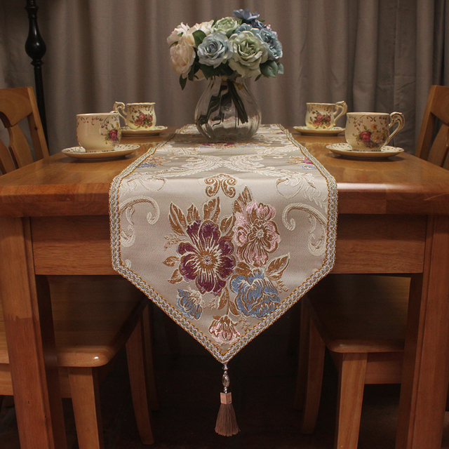 Merveilleux Flower Jacquard Luxury Elegant Table Runner For Dining Table Decoration  European Style Pointed Table Runners Christmas