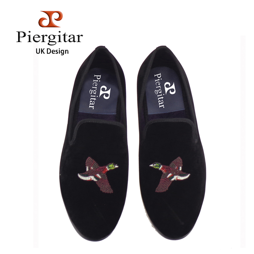 Handcraft men velvet shoes with bird embroidery British style smoking slippers Fashion party and wedding men dress loafers handcraft men velvet shoes with bird embroidery british style smoking slippers fashion party and wedding men dress loafers