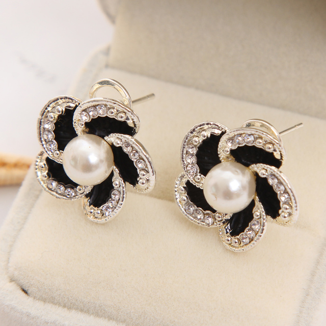 2018 Fashion Crystal Simulated Pearl Beads Wedding Flower Rhinestone Stud Earrings For Women Jewelry Silver Earrings For Women