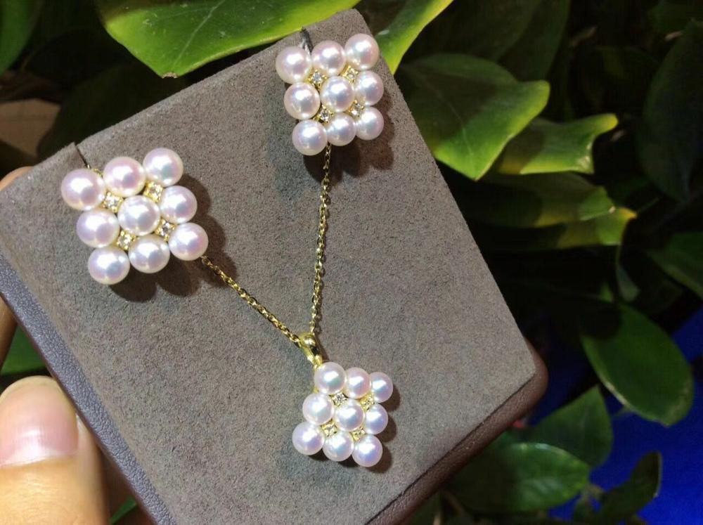 Magnifique paire de pendentif et boucle doreille en perles blanches rondes de la mer du sud 14 kMagnifique paire de pendentif et boucle doreille en perles blanches rondes de la mer du sud 14 k
