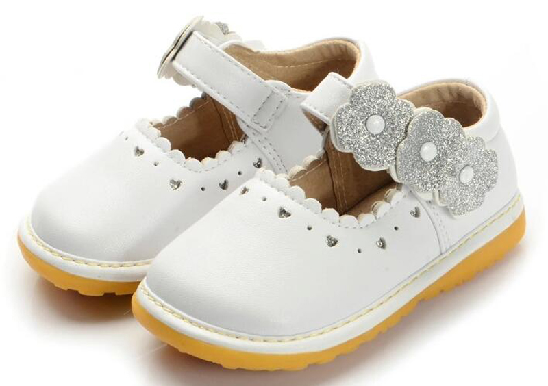 2017 spring new girls squeaky shoes PU mary jane heartouts flower walker shoes squeakers for kids