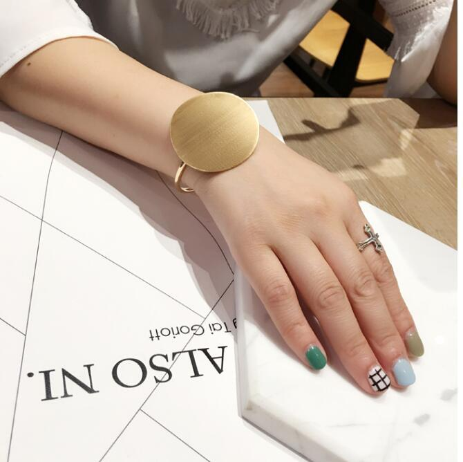 Oly2u New Arrival Open Brushed Big Round Cuff Bangles for Women Classic Geometric Round Bracelets Bangles Round Bracelet SZ081