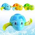 Esencial de Los Bebés Recién Nacidos Nadar Cadena enrollada Tortuga Animal Del Bebé Niños de Juguete de Baño Clásico Clockwork Dabbling Juguetes Al Azar Color