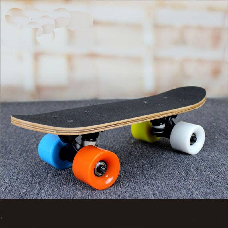 Prix pour Portable Mini Planche À Roulettes 9-couche D'érable Skate Peny Bord des Poissons Plaque Brosse Rue Pont Quatre Roues Drift Skate Board Longborad