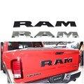 Un juego de puerta trasera de coche 3D RAM letra Logo emblema etiqueta trasera del maletero para Dodge Ram 1500 2015 2016 2017 2018