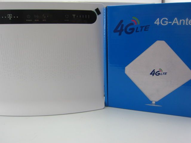 Huawei B593u-12 Unlocked 4G LTE CPE Industrial WiFi Router (White) plus 4G LTE SMA antenna huawei b593 4g wifi router unlocked 4g lte cpe wireless gateway b593u 91 tdd2300 2600mhz 2pcs 4g antenna