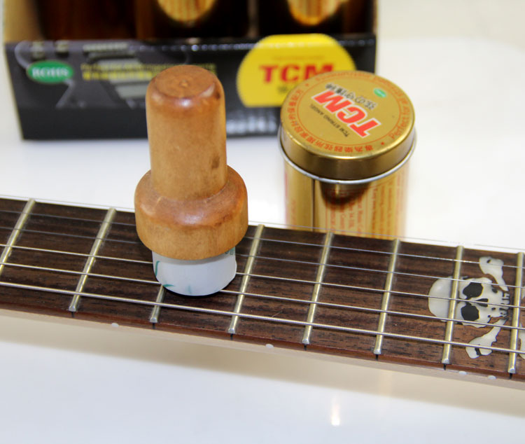 TCM String Angel Guitar String Cleaner, Perfect For All Stringed Instruments Guitar String Brush