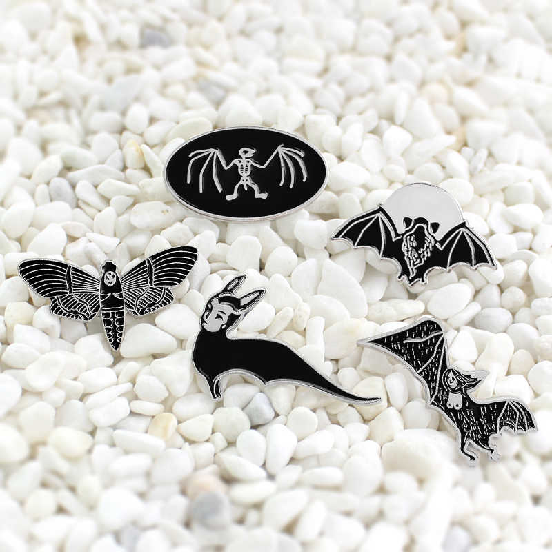 Zwart flying bat animal Halloween Enamel naald dark magic bat bee Spooky stijl badge Geschikt voor Travestiet Party accessorie