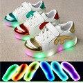 2016 de La Manera zapatos de los niños de nueva marca de alta calidad de carga USB LED Iluminado niños sneakers ventas calientes muchachas de los niños zapatos