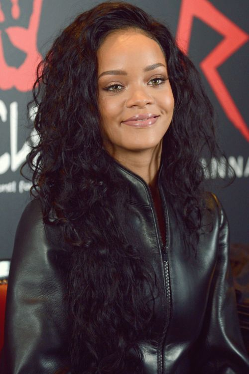 Rihanna Cute Black Curly Wig Hairstyle Lace Front Brazilian