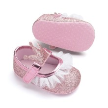 Новинка; обувь для маленьких девочек; кружевные туфли принцессы из искусственной кожи; детские туфли с короной; мокасины для новорожденных девочек