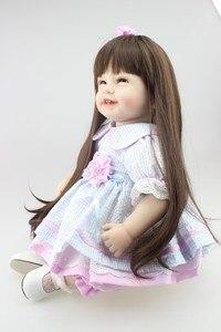 Image 2 - NPK Búp Bê Em Bé với mái tóc dài Thực Tế Silicone Mềm Tái Sinh Bé Gái 22Inch Đáng Yêu Bebe Trẻ Em Brinquedos boneca đồ chơi