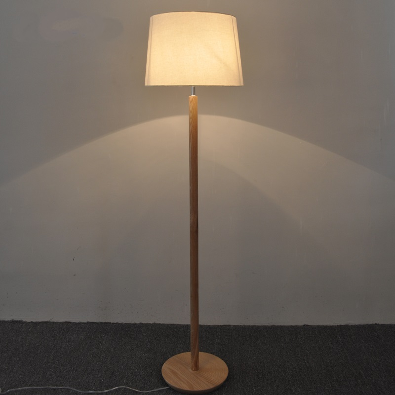 Solid Wooden Nordic simple solid wood foot standing lamp