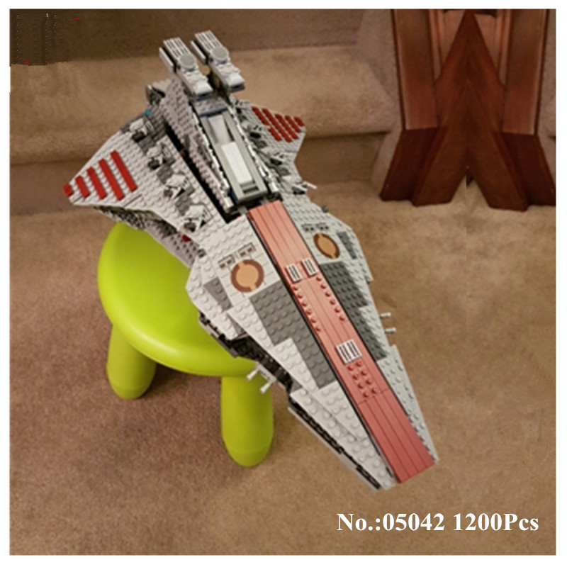 H&HXY IN STOCK 05042 Star 1200PCS Series Wars The Republic Fighting Cruiser Set Building Blocks Bricks Educational Toys lepin ...