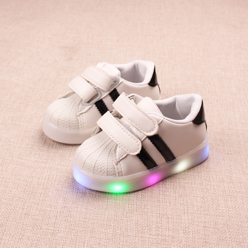 все цены на Footwear Sports running LED lighting baby casual shoes All season cute high quality infant tennis hot sales girls boys Sneakers