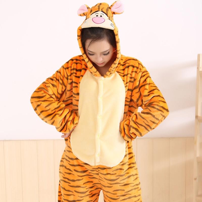 Livraison gratuite Designer adulte animaux Onesies Tigger toilette Version flanelle hiver pyjamas dessin animé femmes vêtements de nuit