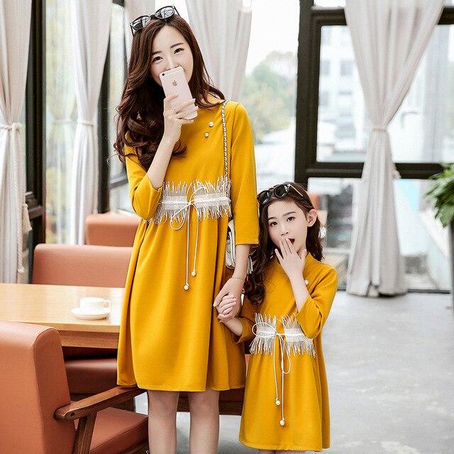 Hija de la madre ropa a juego vestidos de primavera 2017 de manga larga mirada de la familia de madre e hija familia clothing trajes a juego