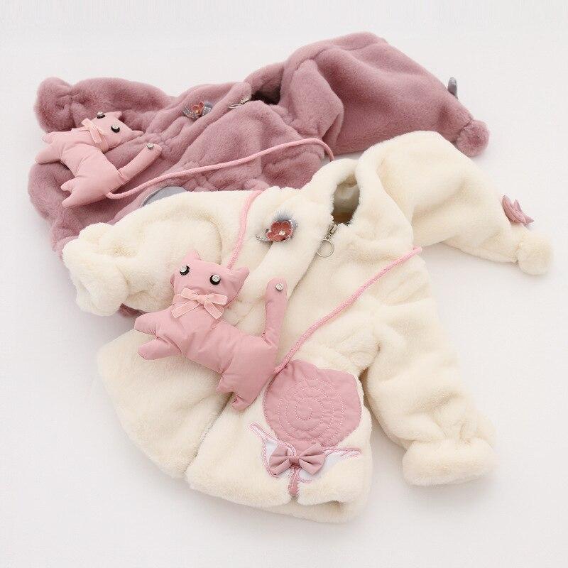 New best-selling 2018 winter fashion cute warm Korean version 3-8-yearold girl hooded faux fur zipper jacket + cat trend bag цена