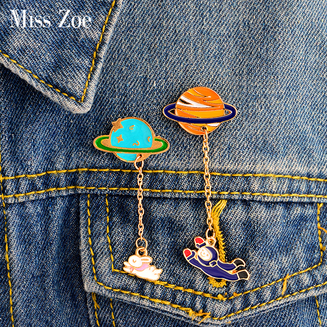 Miss Zoe Cartoon Saturn Planet Astronaut Sailing Rabbit Metal Brooch Pins Chain