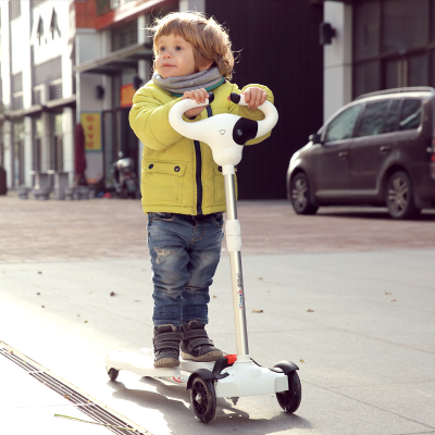 Twisting luminous children car Four children skating driving kids skateboard twisting slide block wheel pedal swing car