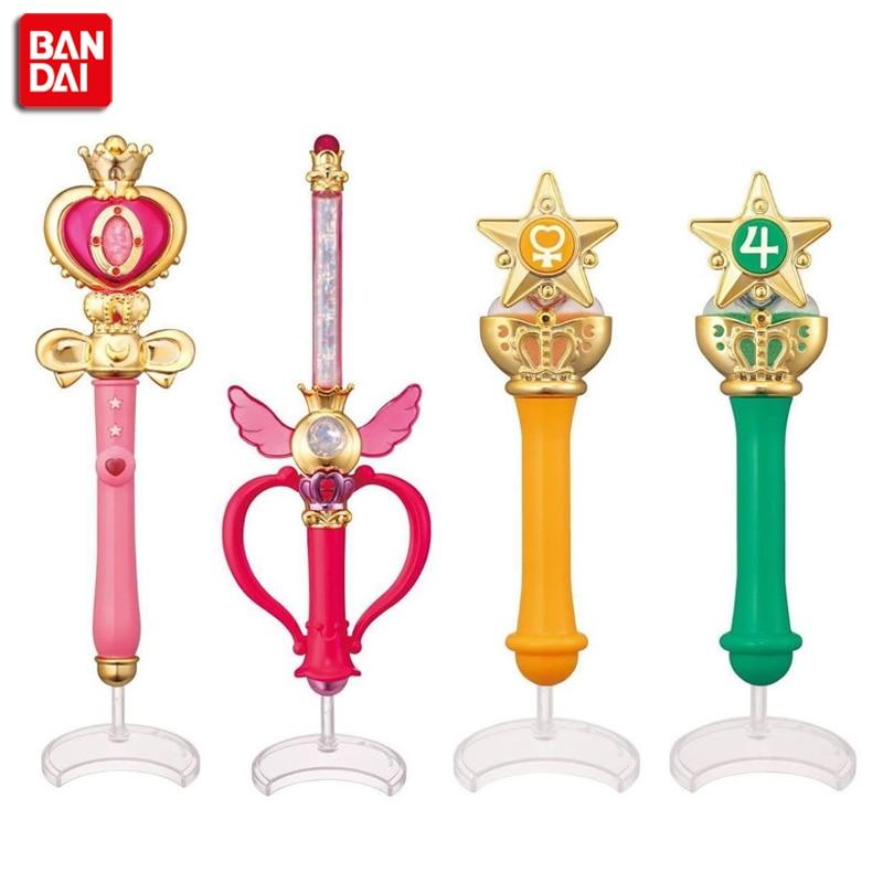 PrettyAngel - Original Bandai 20-årsjubileum Gashapon Sailor Moon Wand Charm Del 2 Henshin Rod & Stick Set