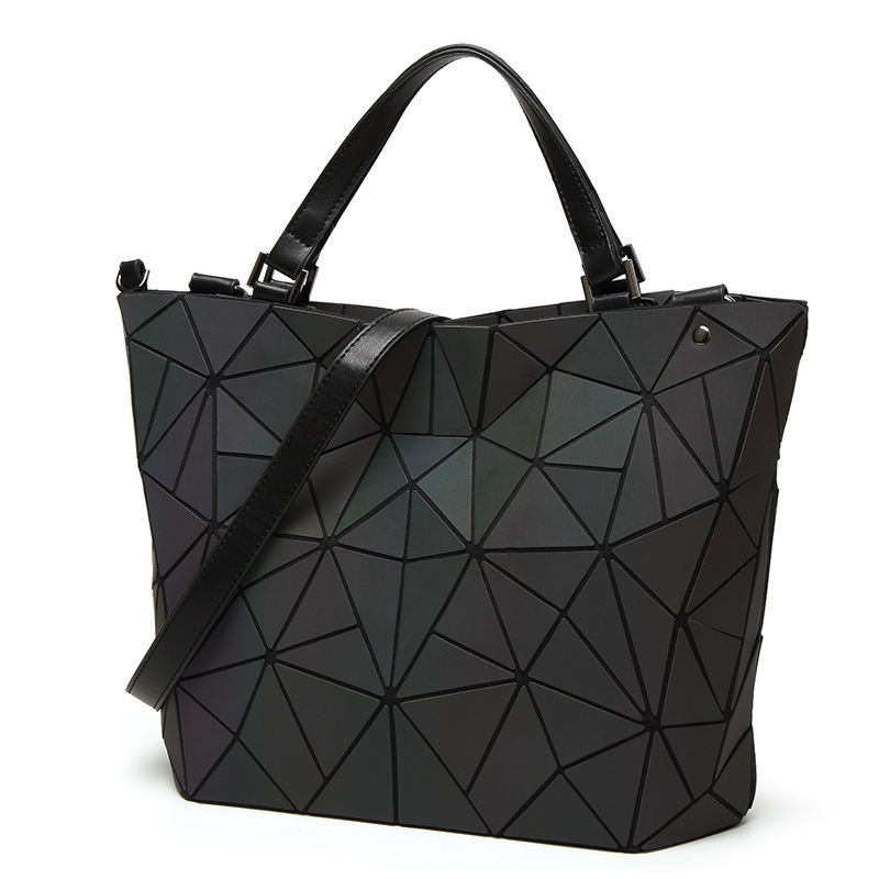 New Women Laser Geometry Bag Sequins Quilted Saser Folding Shoulder Bags Luminous Handbag Diamond Casual Tote Bucket Bag bolso 2018 new bao bag women luminous sac briefcase diamond tote geometry quilted shoulder bags laser plain folding handbags bolso