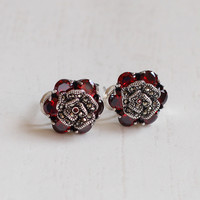 [character silver goods] fashion S925 sterling silver jewelry classic six red pomegranate ear button new starter