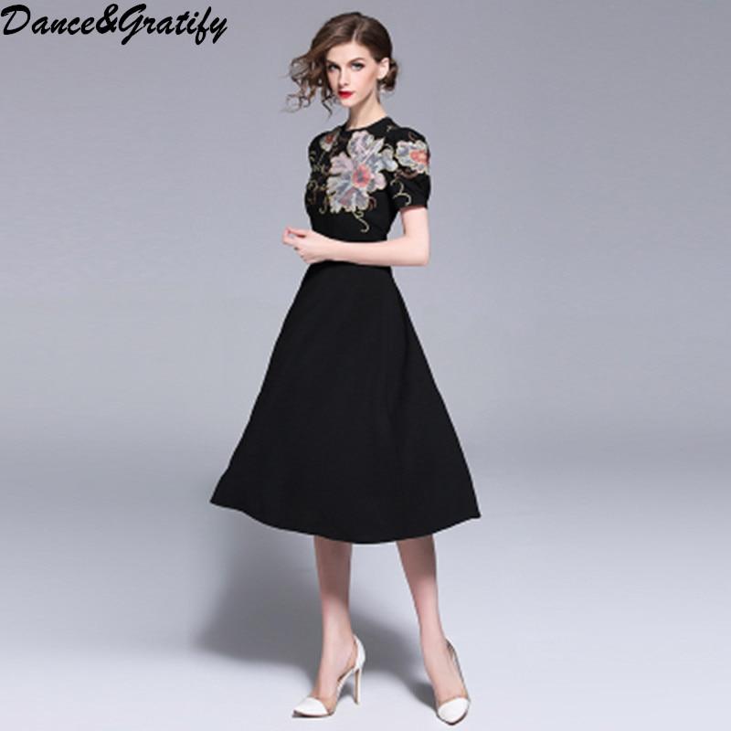 c8f8e9b095 2018 nowe letnie kobiety w stylu Vintage haft kwiaty Runway sukienka czarna  z krótkim rękawem z