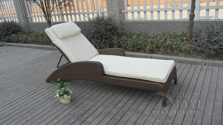 Outdoor / Indoor Cane Sun Lounger , Rattan Wicker Lounge Chair Set transport by sea brown wicker outdoor lounge chair set with corner table sale