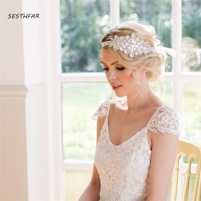 Copricapo Vintage Cristalli Capelli 2018 Cappelli Da Sposa Perle Fiori di  Perline Fatti A Mano per b925f38607dd