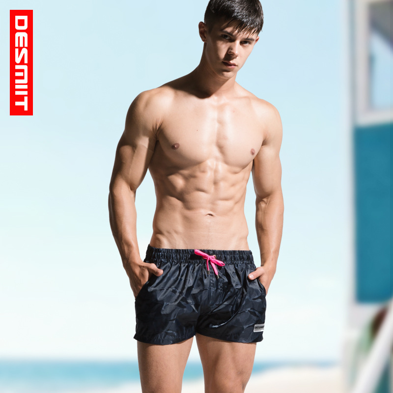 2018 Men's 2 Beach Shorts Camouflage Loose Pants Tide Men Summer Vacation Play Swim Shorts men s flower printed loose lace up fifth pants beach shorts