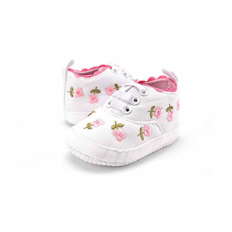 1ペア赤ちゃん女の子の靴白ピンクレース花刺繍入りソフト底の靴子供ウォーキング滑り止め幼児の靴プレイマット