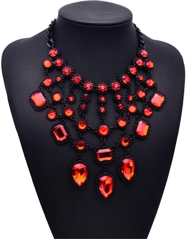 Женское ожерелье с подвеской в виде капли массивное кристаллами