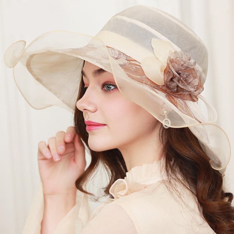2018 nouveau soleil de chapeau en soie de soie crème solaire de mode chapeau dames vacances balnéaire plage chapeau d'été chapeau Fabricant ventes