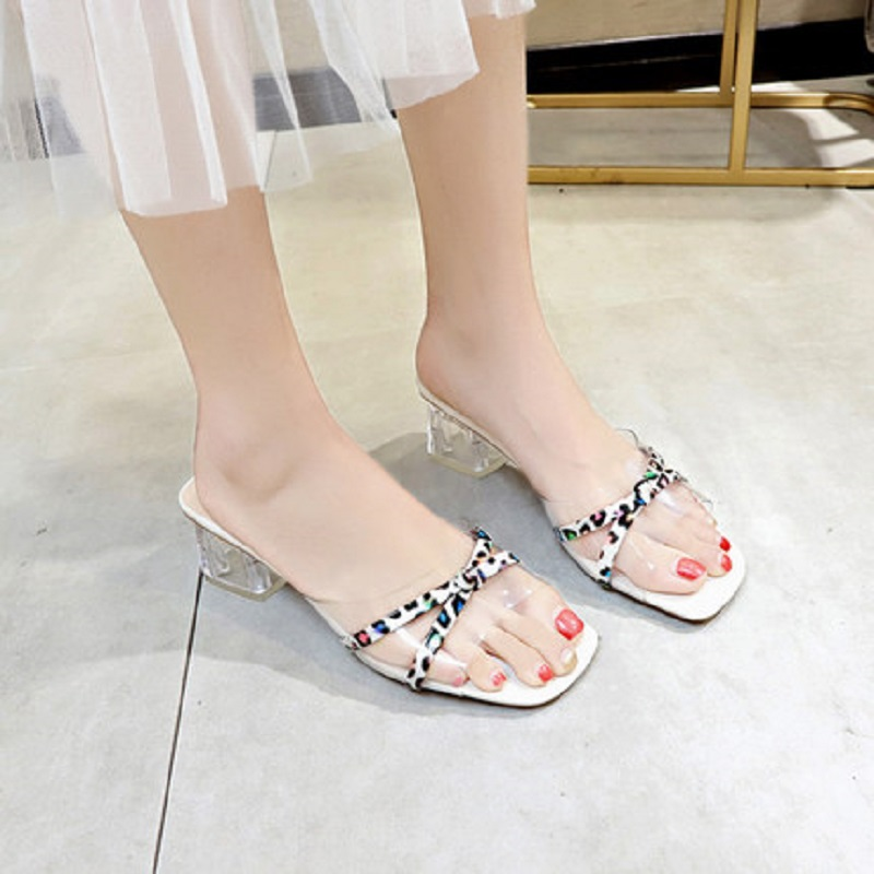 2019 summer new wild thick with slippers fashion wear a word drag female sandals and slippers