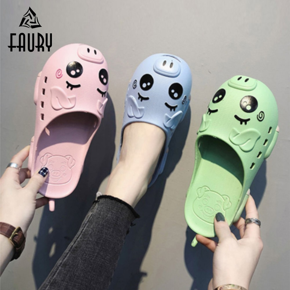 2019 Cute Nurse Shoes Unisex Summer Breathable Slippers Hospital Medical Flat Non-slip Work Shoes PVC Hole Female Beach Sandals