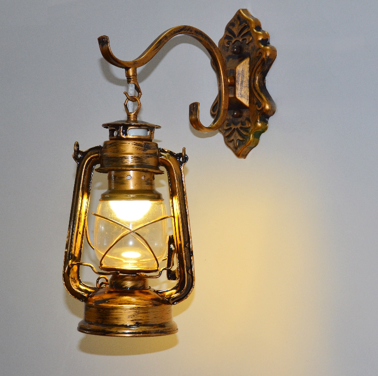 Cafe creative wall Scandinavia Retro lantern lamp kerosene lamp individual European iron bars restaurants iron lantern