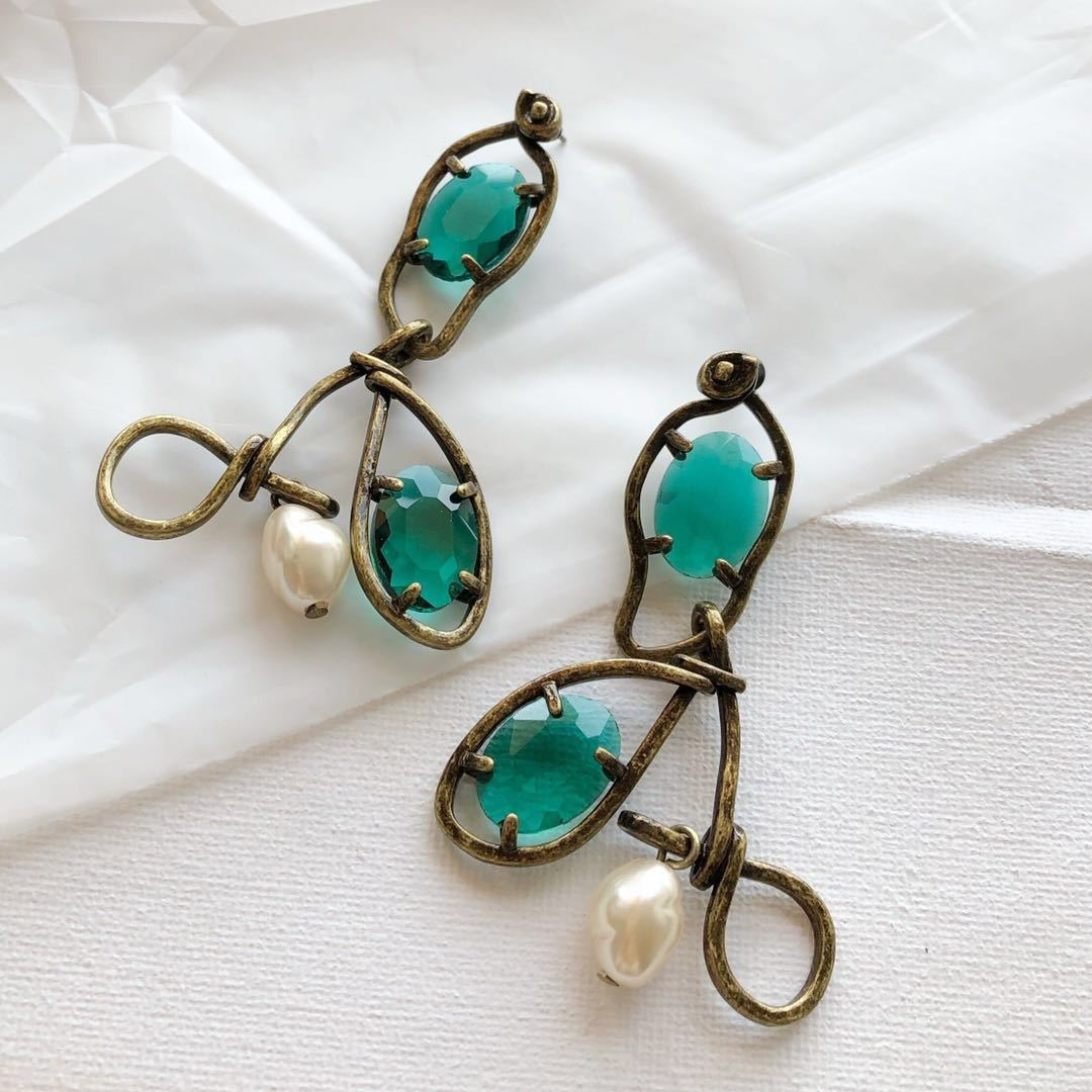 New earring simple fashion metal inlaid with emerald pearl earrings